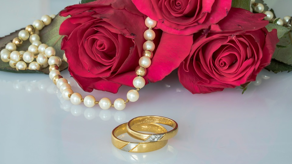 Best day to buy earrings,necklaces,rings online